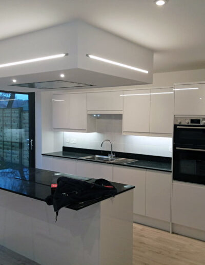 RNR Carpentry - Kitchen fitting